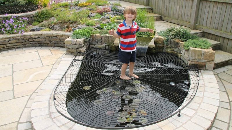 Ensure the safety of children with pond safety cover