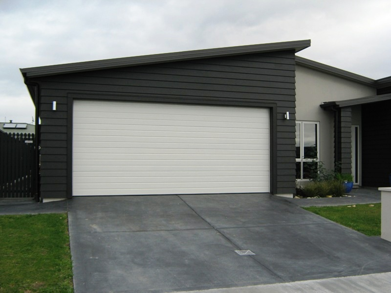 What to Consider at the Time of Searching for a Garage Door Repair Firm?
