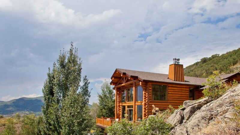 Pros and Cons of Log Homes: 6 Things to Consider
